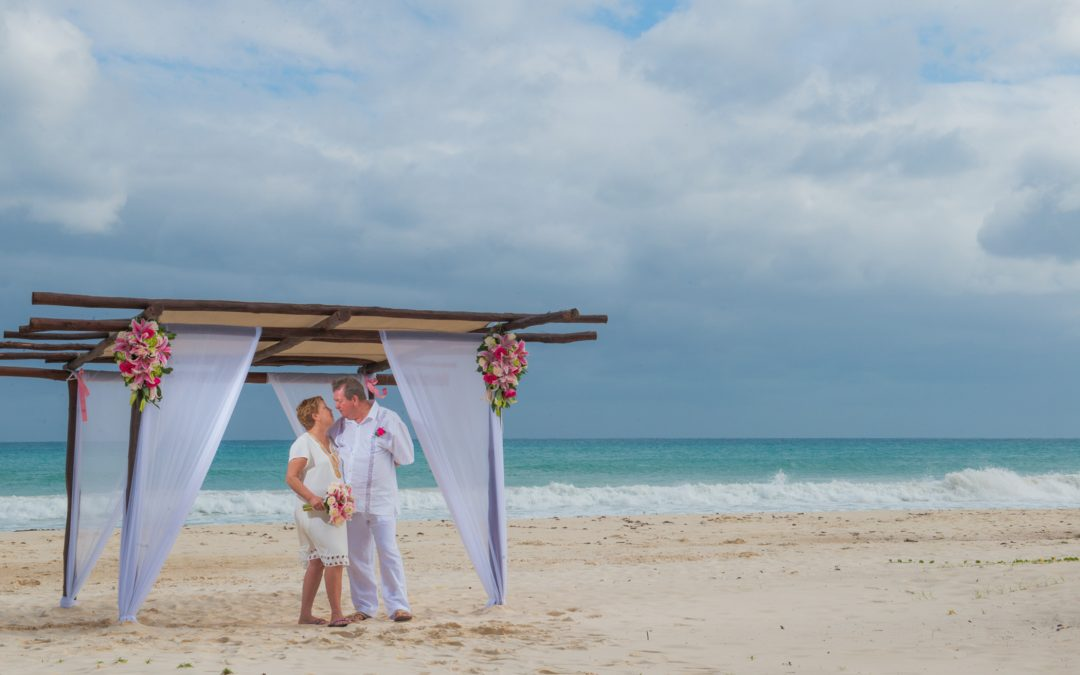 Sand ceremony to celebrate love at Riviera Maya.